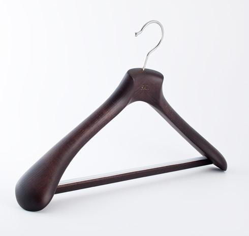 Изготовление и производство плечиков из дерева для костюмов и верхней одежды , оптовые цены